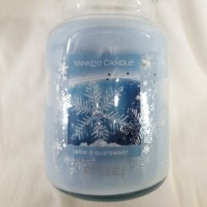 Yankee Candle Large SNOW IS GLISTENING 22 oz Blue